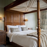 four-poster-bed-beautiful-devon-views