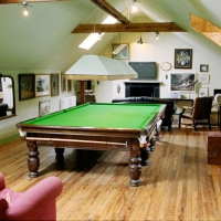 snooker-table-games-room-in-large-holiday-house