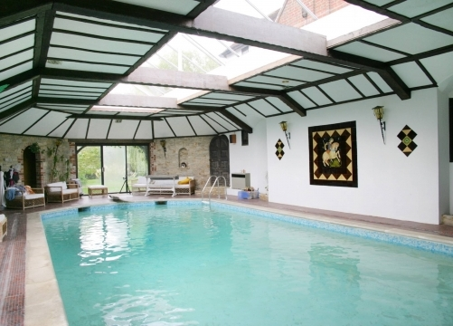 Indoor heated pool (9am - 5pm)